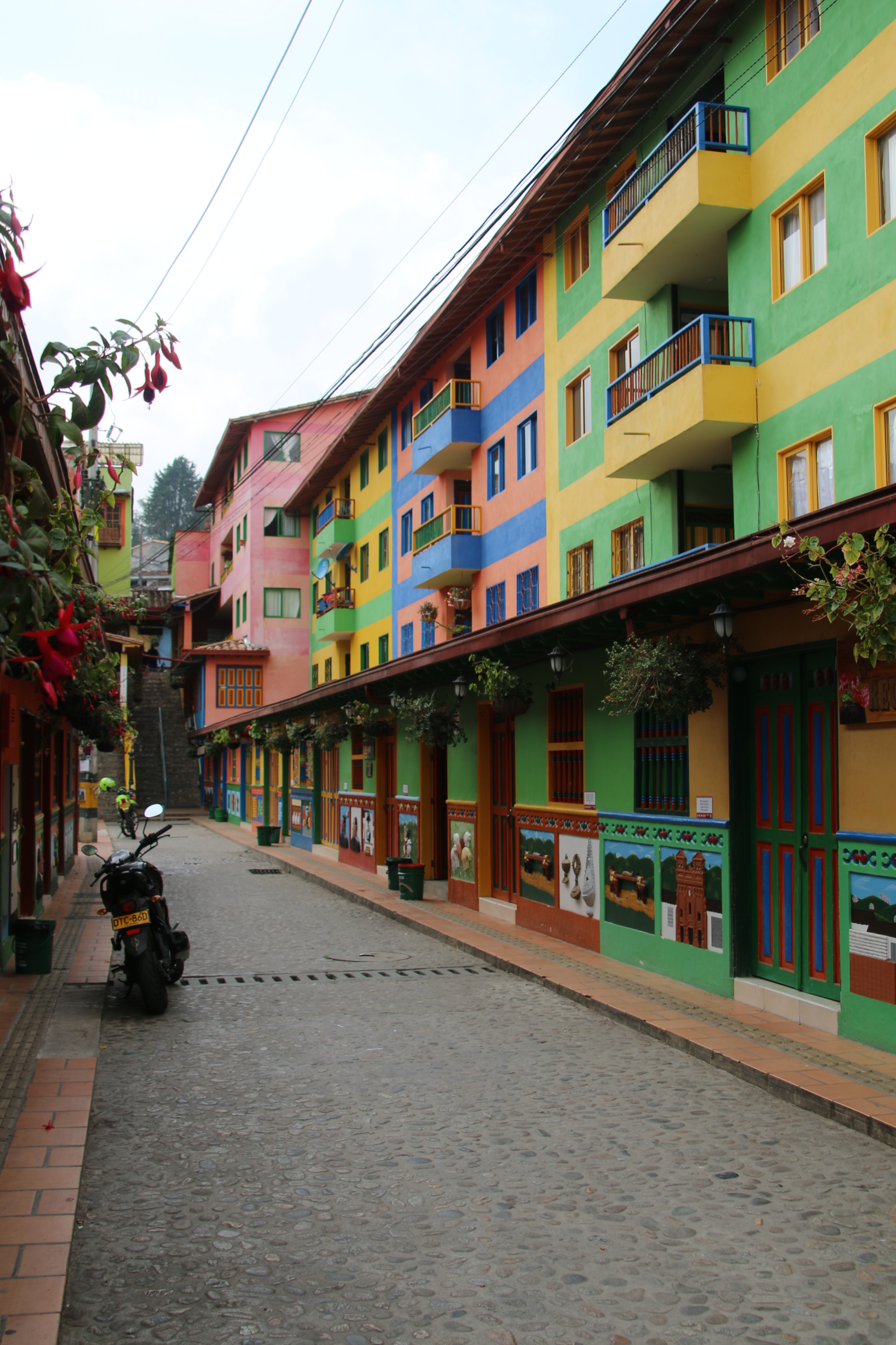 GUATAPE TO GUAYAQUIL - Colombia